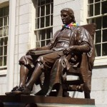 Джон Гарвард на кресле
